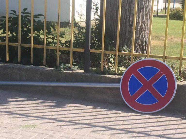 Kush i dëmton shenjat e komunikacionit gjobitet me 300 euro