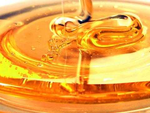 Ja si ta dallojmë mjaltin e vërtetë dhe mjaltin falso