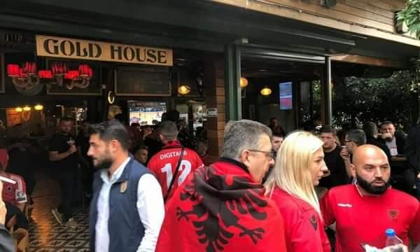 Atmosferë kuqezi në Stamboll (FOTO)