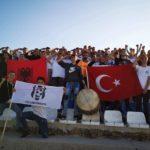 Tifozët e Llabunishtit me përshëndetje për ushtarët turq (FOTO LAJM)