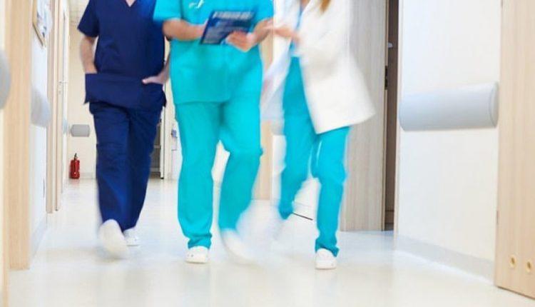 """""""Nike"""" prodhon atlete për mjekët dhe infermieret që punojnë 12 orë (FOTO)"""