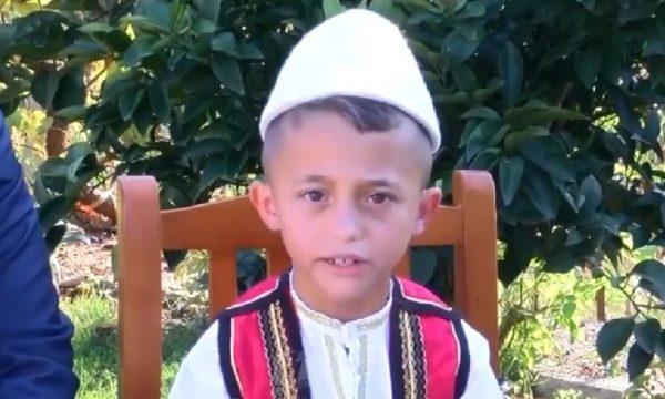 Njihuni me gjeniun 7 vjeçar që reciton 2800 vargje të Fishtës (VIDEO)