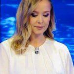 Prezantuesja shqiptare: Politikanët më ngacmojnë, më kërkojnë numrin e telefonit