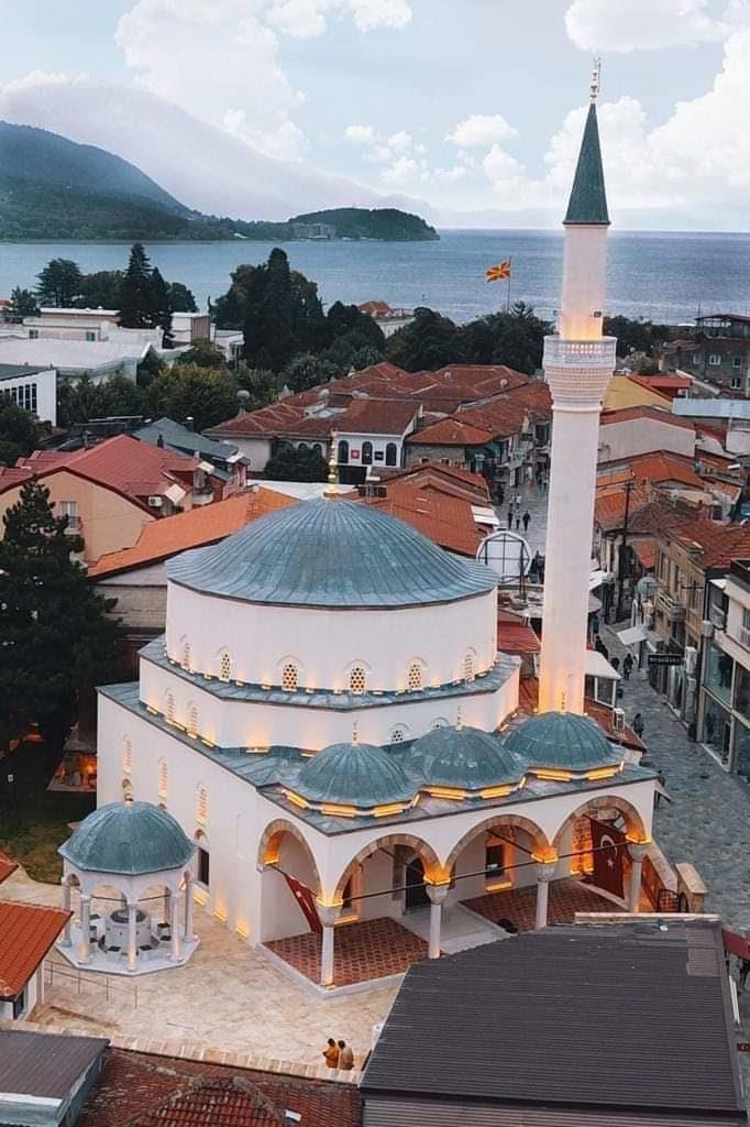 """Në zemër të Ohrit, xhamia """"Ali Pasha"""" përurohet ditën e Pavarësisë (FOTO)"""