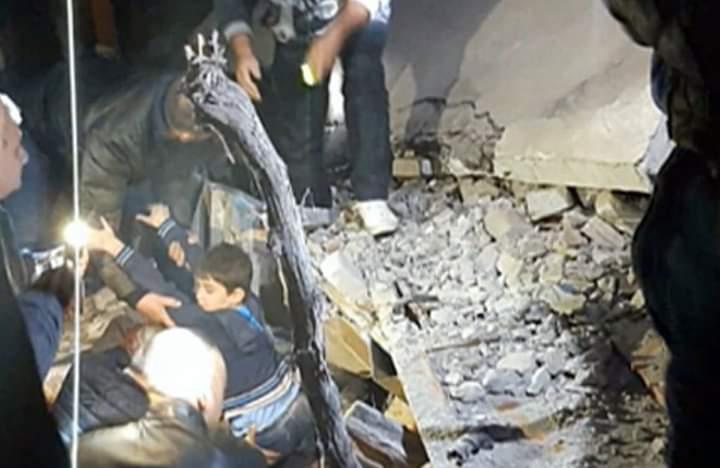 TRAGJIKE në Durrës, gjyshja e pajetë nën rrënoja, nipi nxirret gjallë në prehrin e saj (VIDEO)