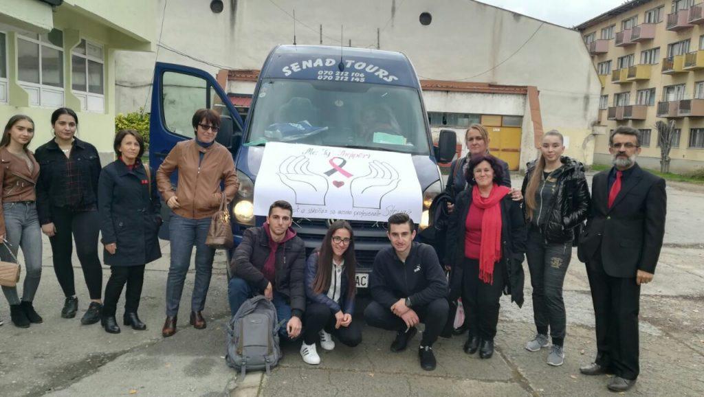 """Nxënësit e """"Niko Nestorit"""" në aksion humanitar, """"Me ty SHQIPËRI"""" (FOTO)"""