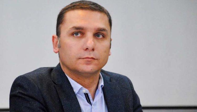 Adriatik Kelmendi: Pushtetarët shqiptarë në Maqedoni nuk janë në gjendje të shtrojnë 15 km rrugë drejt Kosovës