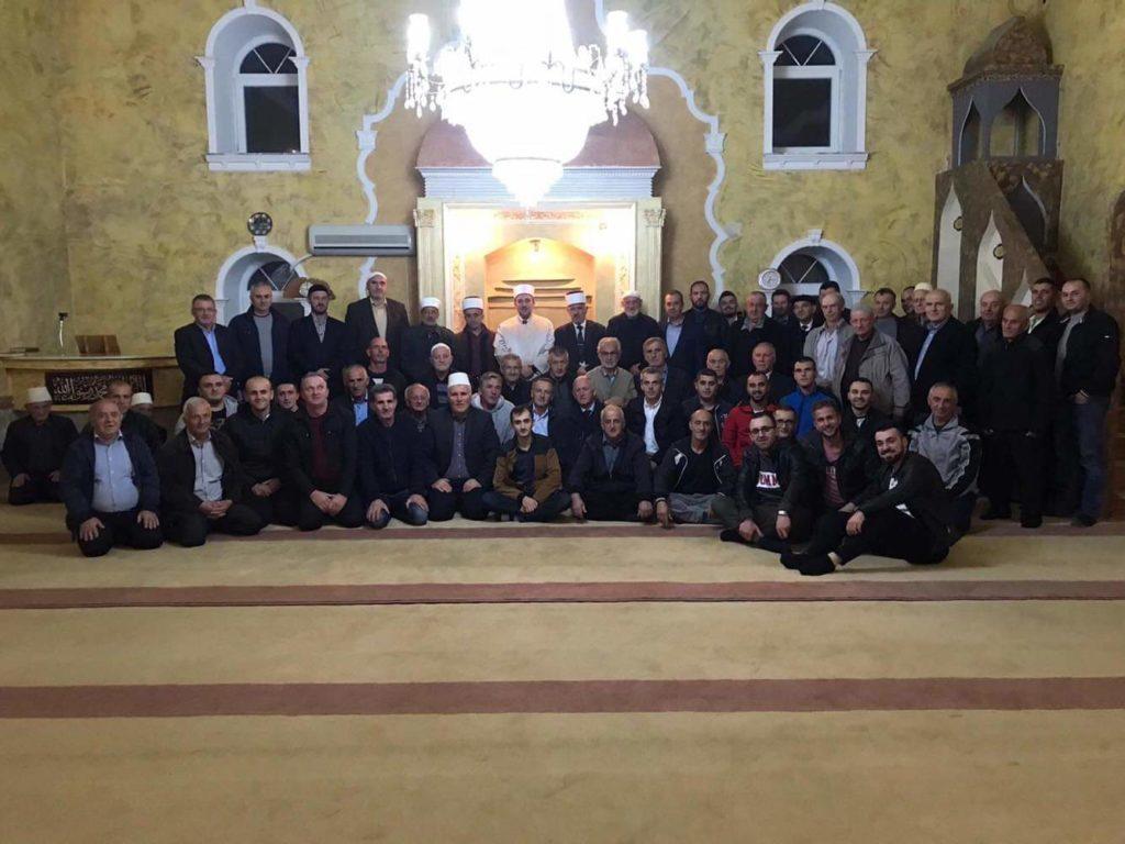 """Myftinia Strugës në krye me Myftiun Mr. Salim ef. Sulejmani mbajti manifestimin e Mevludit në """"xhaminë Teqe"""" Veleshtë (FOTO)"""