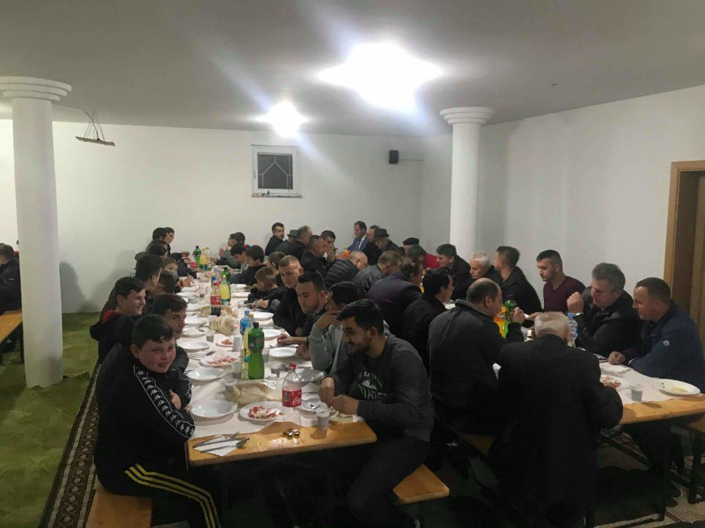 Në xhaminë e Frëngovës u kremtua ditëlindja e Pejgamberit tonë (FOTO)