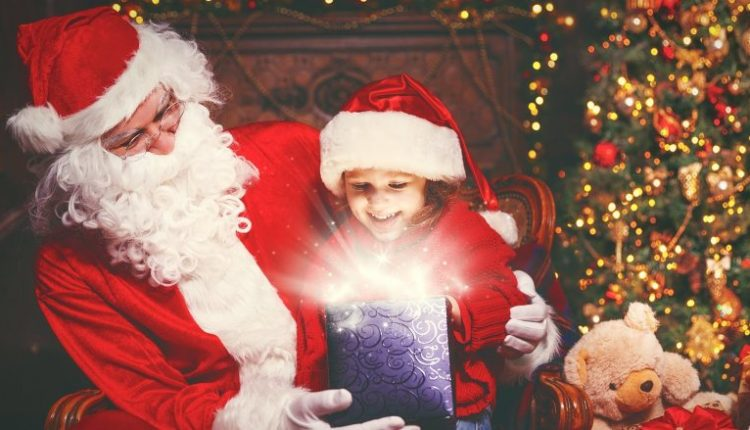 """A duhet që prindërit t'i """"gënjejnë"""" fëmijët për Babadimrin?"""
