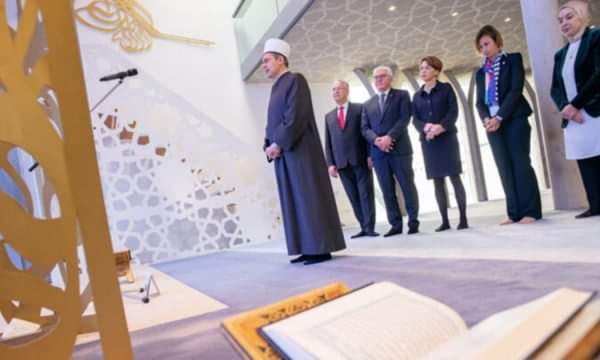 Presidenti gjerman viziton xhaminë ku imam është një shqiptar nga Maqedonia e Veriut