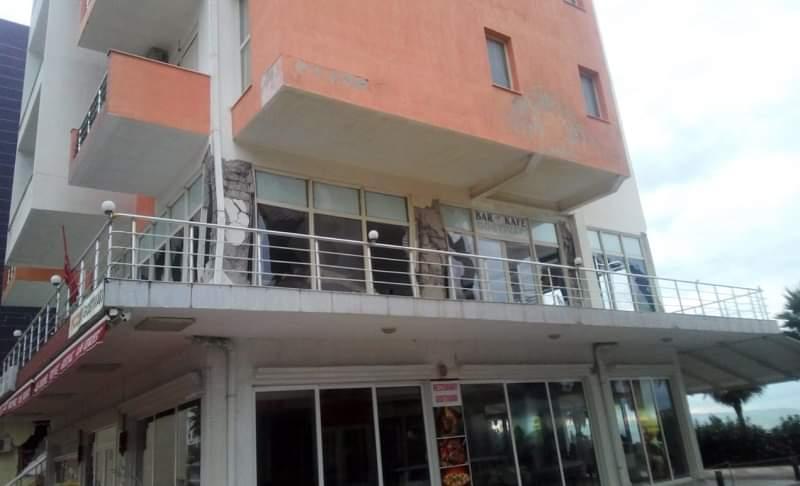 Hoteli 6-katësh në Durrës do shembet me Shpërthim, vendoset eksplozivi (FOTO)
