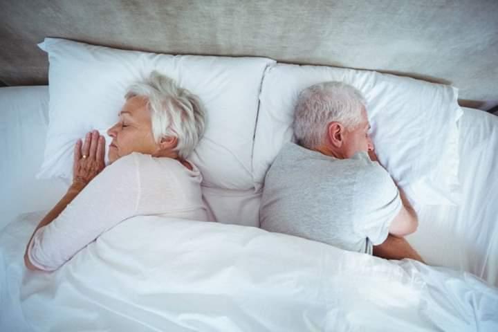 Ja pse të moshuarit flenë më pak