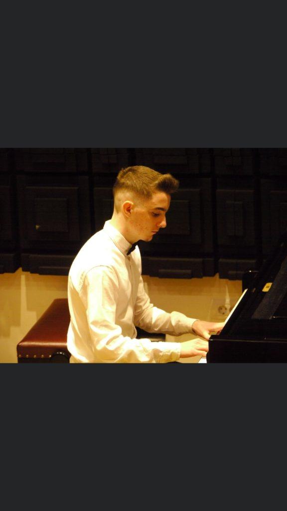 Muhamed Iljazi nga Frëngova e Strugës, një nga pianistët më të mirë që u përzgjodh për koncertin e Vitit të Ri në Maqedoni