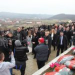 Thaçi e Kurti i reagojnë Vuçiqit për masakrën e Reçakut