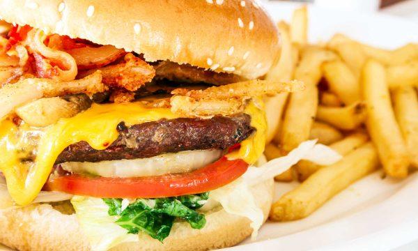 Këto ushqime kurrsesi nuk duhet t'i hani kur jeni me grip