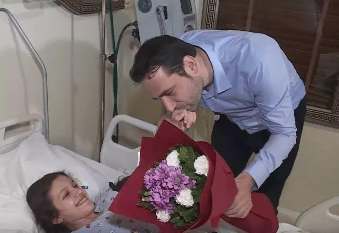 Elvis Naçi ia shpëton jetën vogëlushes jetime, ajo e falenderon me shpirt: Jam vajza juaj! (FOTO)