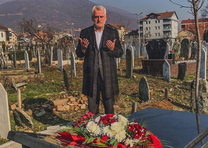 Menduh Thaçi përkujton ditëlindjen e Arbën Xhaferit (FOTO)