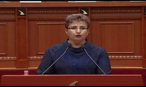 Deputetja shqiptare: Djali im me koronavirus, ndodhet nën kujdesin e mjekëve. Apeli im si nënë