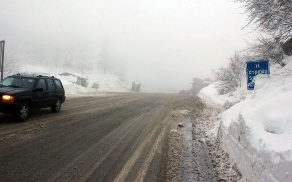 Mjegull dhe borë, zvogëlohet dukshmëria në Strazhë dhe pjesët e larta të vendit