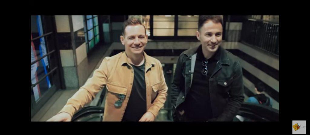 """Këngëtarët strugan Ylli dhe Bajram Ismaili shkëlqejnë me videoklipin e ri """"Miqësitë në dilemë"""" (VIDEO)"""