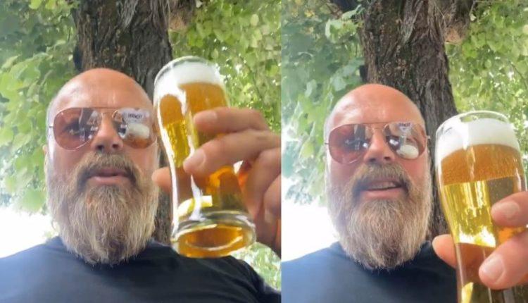 Blic: Me birrë në dorë, këngëtari shqiptar uron Fitër Bajramin