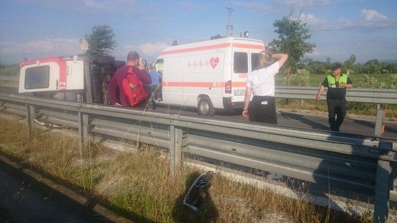 Në Shqipëri, autoambulanca del nga rruga, vdes pacienti dhe plagoset shoferi