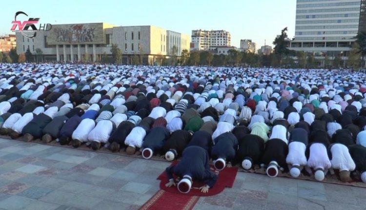 Në Shqipëri, myslimanët nuk do të mund të falen në xhami dhe sheshe