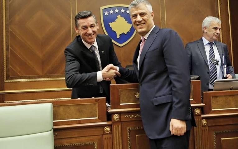 Në Kosovë qytetarët mbrojnë Thaçin e Veselin