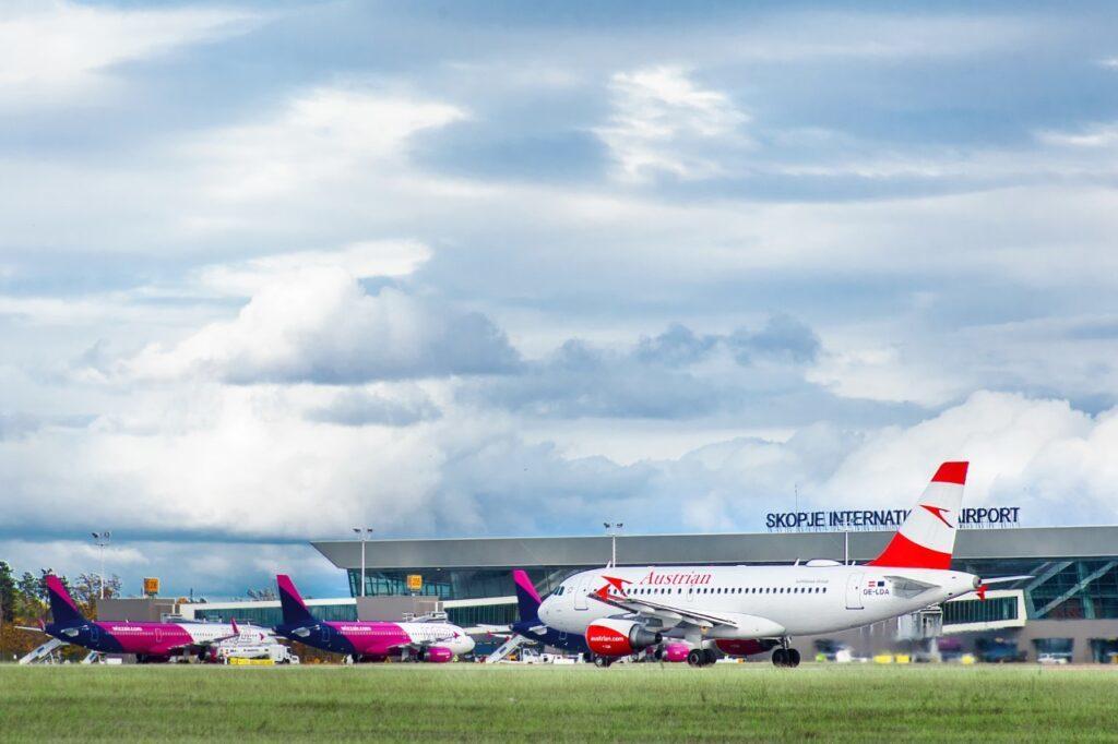 Rikthehen fluturimet në Maqedoninë e Veriut, hapet aeroporti i Ohrit dhe i Shkupit