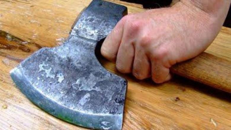 Ngjarje tragjike në Gostivar, burri vret me sëpatë gruan e tij