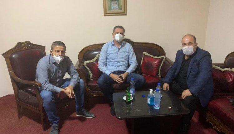 Zv.ministri Ilir Hasani i pajton dy mjekët kumanovar: Burrat falin e Kumanova ka vërtet burra!