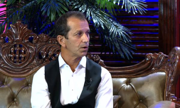 Shqiptari nga Kosova pretendon se është Jezus Krishti, tregon se si e morën engjëjt për të takuar Zotin (VIDEO)