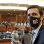 """Deputeti Eman Rrahmani me maskë """"E dua Muhamedin"""" në Kuvend"""