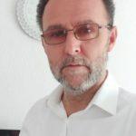 Profesori nga Sllupçani mbledh mjete për blerjen e 100 tabletëve për mësim online për nxënësit e familjeve sociale