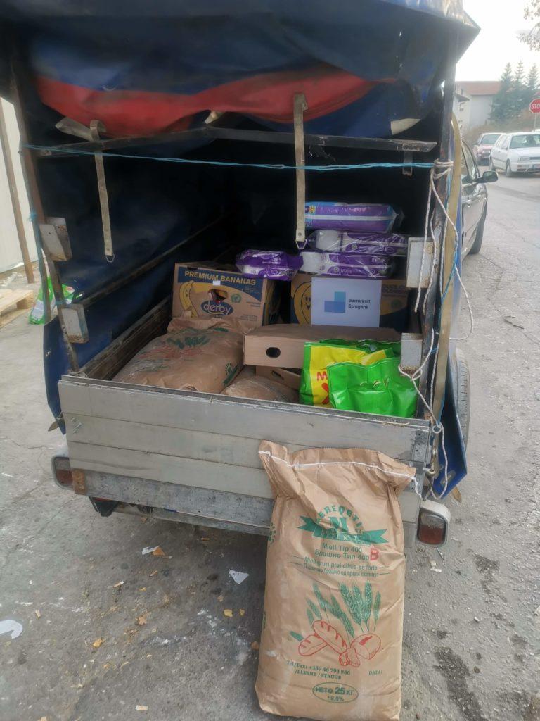 LAJM FANTASTIK: Bamirësit Struganë sot ndihmuan 11 familje strugane me paketa ushqimore dhe siguruan para për operimin e 1 vjeçarit nga Struga (FOTO)