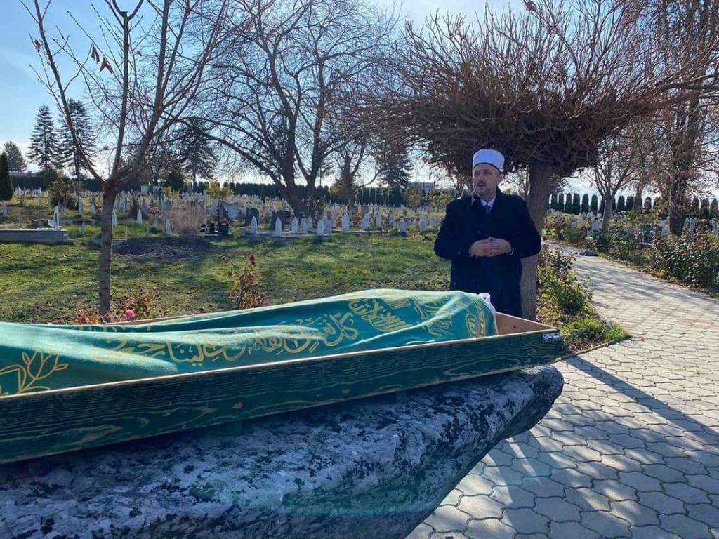 I jepet lamtumira e fundit hoxhës Nazmi Latifi, imamit të Bixhovës