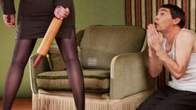 Në Kosovë, gruaja rrah burrin me kabllo