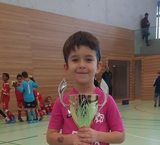 Endrit Arifi, futbollisti 8 vjeçar nga Shumi i Strugës, një yll që shkëlqen në Zvicër (FOTO)