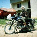 Para 23 vitesh Kryekomandanti i UÇK ,Adem Jashari turpëron armikun serb me njesitet e tij