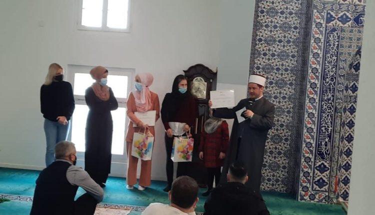 Dy vajza zvicerane e pranojnë Islamin në xhaminë e St.Gallen në Zvicër