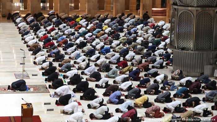 Vendet e besimit musliman po i përshtasin traditat e Ramazanit me pandeminë
