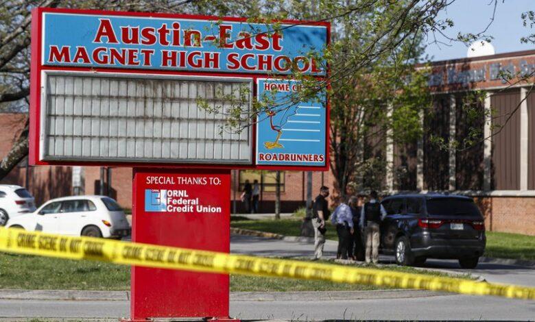 Një nxënës i vdekur dhe një polic i plagosur pas të shtënave në një shkollë në Amerikë