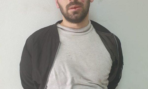 Ky është personi që sulmoi me thikë 5 persona në xhaminë e Tiranës (FOTO)