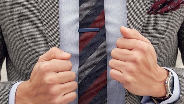 A s'ju vjen turp të flisni me njerëzit që rrogat i kanë më të vogla se çmimi i kravatave tuaja!?
