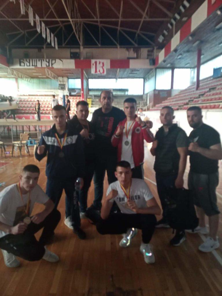 """Boksierët strugan të KB """"Sindi"""" fitojnë 7 medalje në kampionatin e Maqedonisë (FOTO)"""