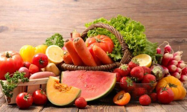 Ja pesë ushqimet më të mira për të konsumuar gjatë verës