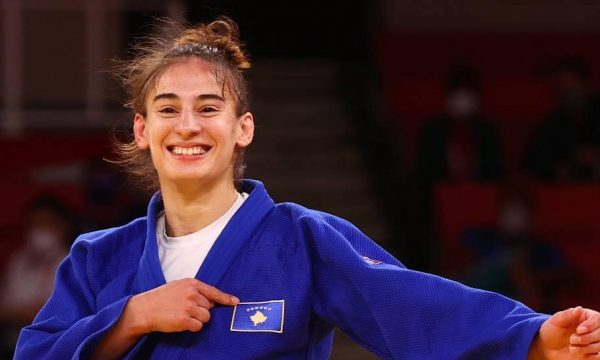 Krenaria e kombit shqiptar: Nora Gjakova e ka fituar medaljen e artë olimpike