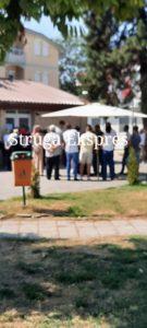 Pritje me orë të tëra për tu vaksinuar në Strugë! Interes i madh i qytetarëve (FOTO LAJM)