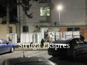 Situata e rënduar nga Covid-19: Sapo arritën dhjetra bombola të oksigjenit në Spitalin e Përgjithshëm të Strugës (FOTO LAJM)